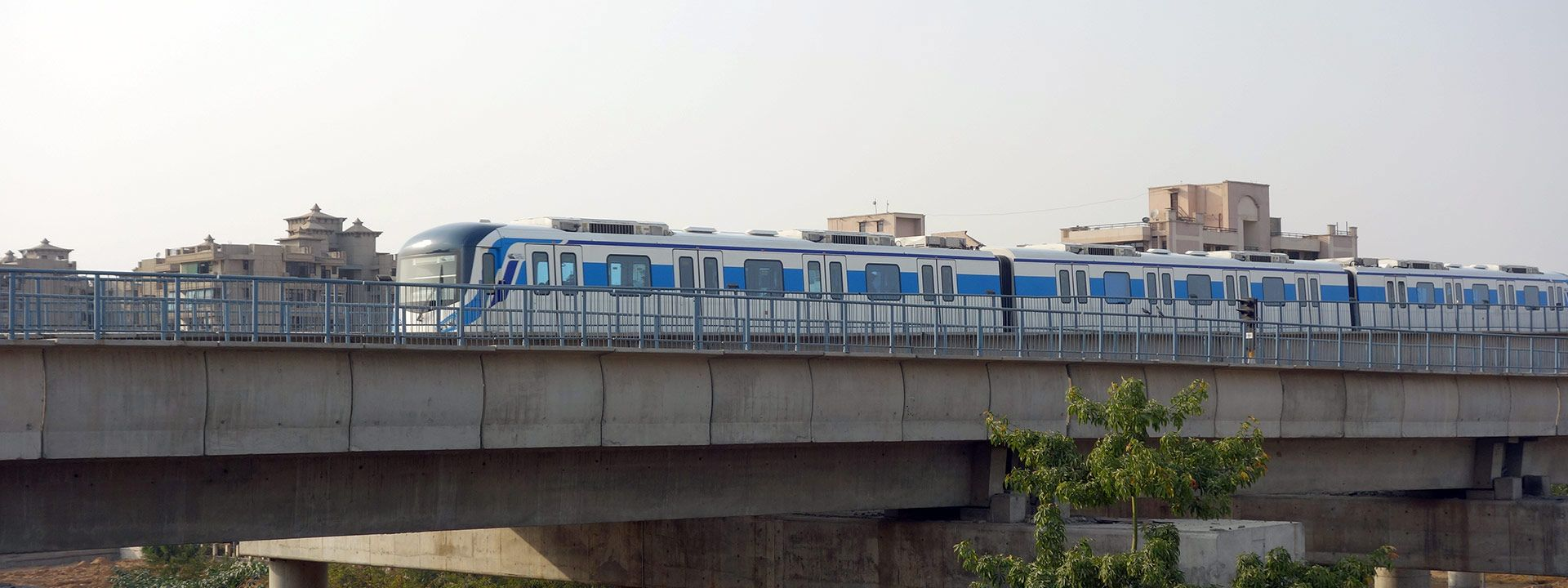 rapid metro along golf course road in gurgaon